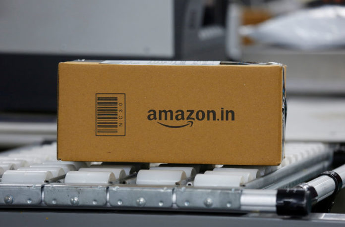 © Reuters. FILE PHOTO: A parcel on a conveyor belt at an Amazon fulfillment centre on the outskirts of Bengaluru