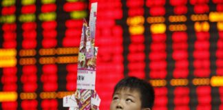 © Reuters.  Asian markets slipped in morning trade on Wednesday
