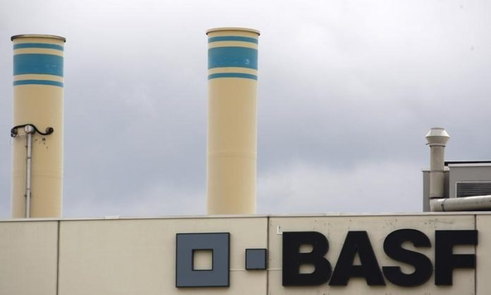 © Reuters.  BASF, Nornickel join forces in electric vehicle battery push