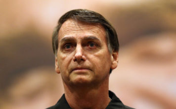 © Reuters. FILE PHOTO: Presidential candidate Jair Bolsonaro is pictured during a news conference in Rio de Janeiro