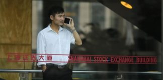 © Reuters.  China stocks lower at close of trade; Shanghai Composite down 2.18%