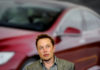 © Reuters. FILE PHOTO: Tesla Chief Executive Office Elon Musk speaks at his company