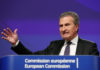 © Reuters. EU Budget Commissioner Oettinger holds a news conference in Brussels