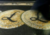 © Reuters. FILE PHOTO: Pound sterling symbols on the floor of the front hall of the Bank of England