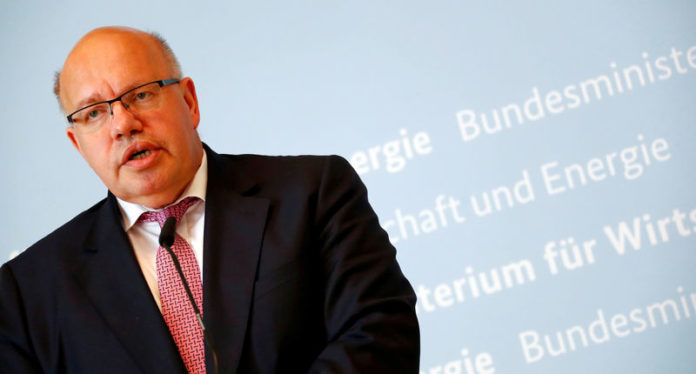 © Reuters. FILE PHOTO: German Economic Affairs and Energy Federal Minister Peter Altmaier addresses the media in Berlin