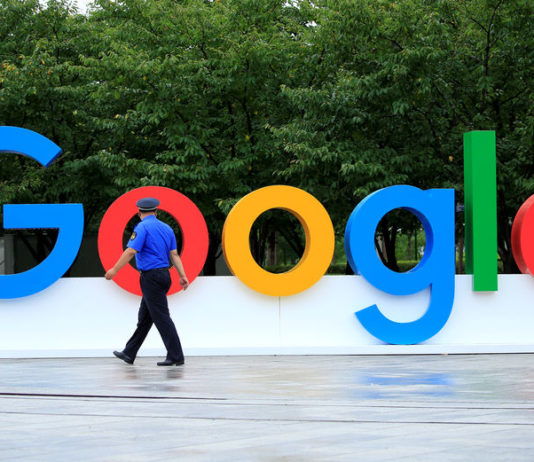© Reuters. A Google sign is seen during the WAIC (World Artificial Intelligence Conference) in Shanghai