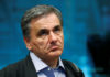 © Reuters. FILE PHOTO: Greek Finance Minister Tsakalotos attends an eurozone finance ministers meeting in Brussels