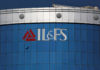 © Reuters. FILE PHOTO: A bird flies next to the logo of IL&FS installed on the facade of a building at its headquarters in Mumbai