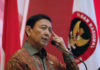 © Reuters. FILE PHOTO - Indonesia Chief Security Minister Wiranto delivers a speech during a meeting between former militants and victims in Jakarta