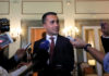 © Reuters. FILE PHOTO: Italian Deputy PM Luigi Di Maio speaking during a news conference in Cairo