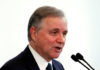 © Reuters. FILE PHOTO: Bank of Italy Governor Ignazio Visco speaks during a meeting in Rome