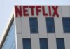 © Reuters. The Netflix logo is seen on their office in Hollywood, Los Angeles