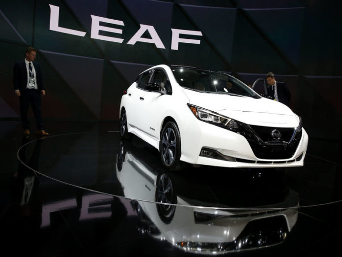 © Reuters. A 2019 Nissan Leaf hybrid car is displayed at the North American International Auto Show in Detroit