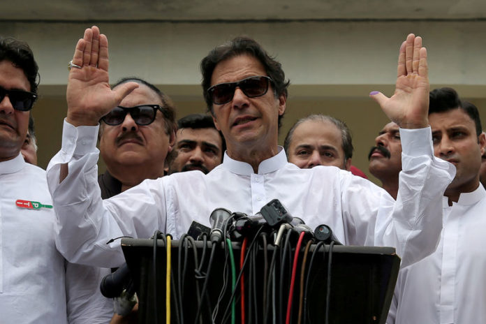 © Reuters. FILE PHOTO: Cricket star-turned-politician Imran Khan, chairman of Pakistan Tehreek-e-Insaf (PTI), speaks after voting in the general election in Islamabad