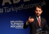 © Reuters. Turkish Finance Minister Albayrak speaks during an event to announce his programme to fight inflation, in Istanbul