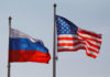 © Reuters. National flags of Russia and U.S. fly at Vnukovo International Airport in Moscow