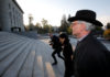 © Reuters. Former Swiss private banker Elmer arrives with his lawyer Tethong Blattner at the Swiss Federal Supreme Court in Lausanne