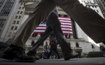 © Reuters.  Top 5 Things to Know in The Market on Monday