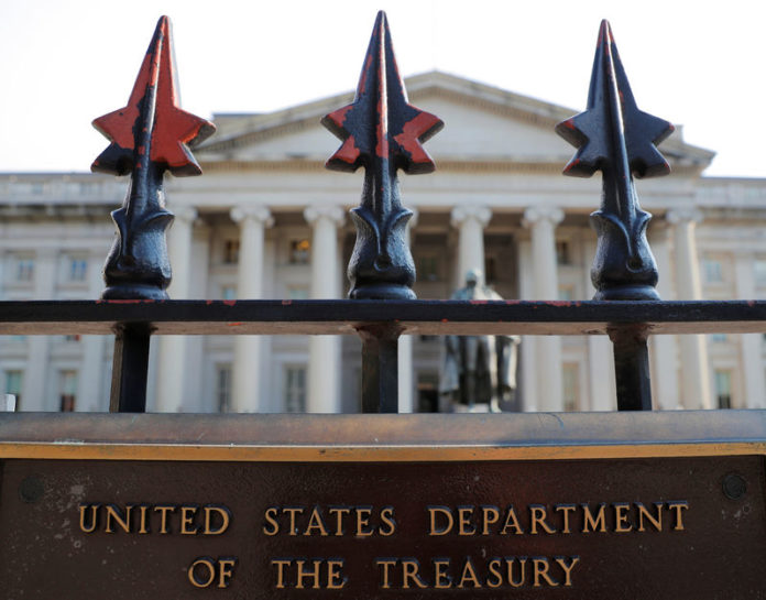 © Reuters. A sign marks the U.S Treasury Department in Washington