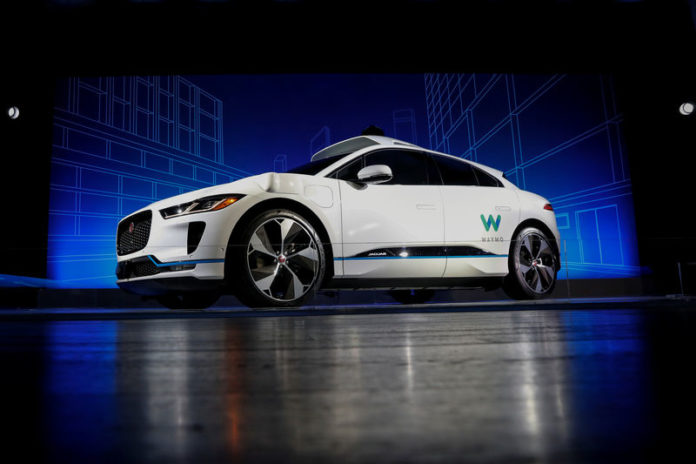 © Reuters. A Jaguar I-PACE self-driving car is pictured during its unveiling by Waymo in the Manhattan borough of New York