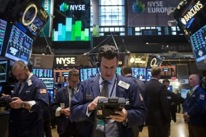 © Reuters.  Wall Street struggled for early direction.