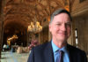 © Reuters. FILE PHOTO: Charles Evans, president of the Federal Reserve Bank of Chicago, poses for a photo in Palm Beach