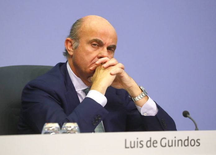 © Reuters. Vice-President of the ECB de Guindos attends a news conference following the governing council
