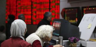 © Reuters.  Asian markets were mostly lower in afternoon trade