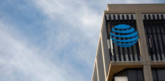 © Reuters. An AT&T logo is pictured in Pasadena