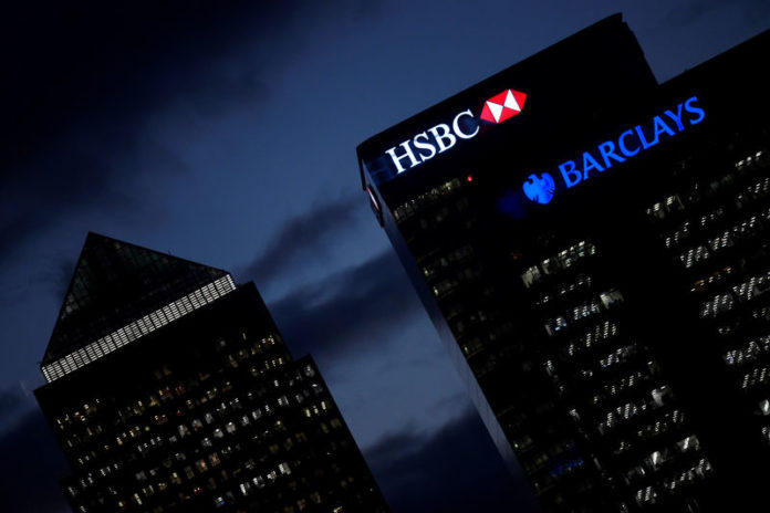 © Reuters. FILE PHOTO: HSBC and Barclay
