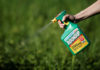© Reuters. FILE PHOTO: A woman uses a Monsanto