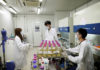 © Reuters. FILE PHOTO:  Researchers work at a laboratory of WuXi AppTec in Shanghai