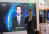 © Reuters. Xinhua news anchor Qiu Hao stands next to an AI virtual news anchor based on him, at a Sogou booth during an expo at the fifth World Internet Conference (WIC) in Wuzhen