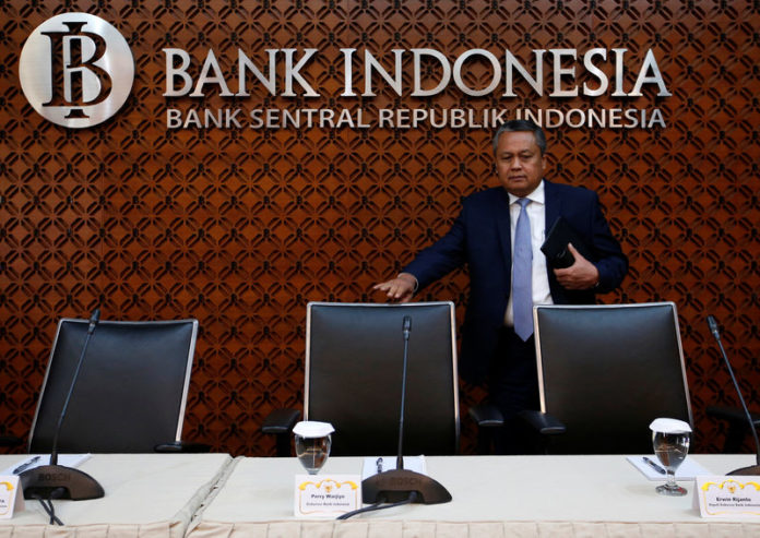 © Reuters. Bank Indonesia Governor Perry Warjiyo arrives at a media briefing at Bank Indonesia headquarters in Jakarta