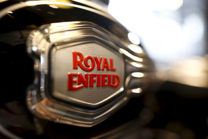 © Reuters. The logo of Royal Enfield is pictured on a bike at Royal Enfield