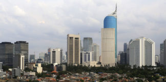 © Reuters. FILE PHOTO: An aerial view of the business district in Jakarta