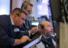 © Reuters. Traders work on the floor at the New York Stock Exchange (NYSE) in New York City