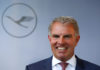 © Reuters. German airline Lufthansa CEO Spohr holds speech next to Lufthansa Airbus A350-900 before baptism of the 10th Lufthansa A350 to the name