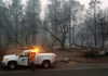 © Reuters. Employees of Pacific Gas & Electric work in the aftermath of the Camp Fire in Paradise
