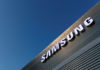 © Reuters. FILE PHOTO: The logo of Samsung is seen on a building during the Mobile World Congress in Barcelona