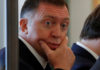 © Reuters. FILE PHOTO: Russian aluminium tycoon Deripaska waits before the talks of Russian President Putin with South Korean President Moon in Moscow
