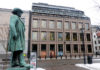 © Reuters. FILE PHOTO: A general view of the Norwegian central bank in Oslo