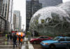 © Reuters. The Amazon Spheres are seen from Lenora Street, the Space Needle in the background, at AmazonÕs Seattle headquarters in Seattle