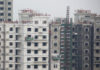 © Reuters. FILE PHOTO: Men work at a construction site of residential apartment blocks in Beijing
