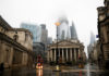 © Reuters. The Bank of England is seen in the financial district during rainy weather in London