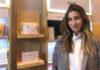 © Reuters. Online cosmetics retailer Birchbox CEO Katia Beauchamp poses at the Birchbox/Walgreens launch in  New York