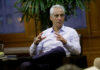 © Reuters. FILE PHOTO: Chicago Mayor Rahm Emanuel speaks during an interview at City Hall in Chicago