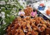 © Reuters. Workers make stuffed toys for export at a factory in Lianyungang, Jiangsu
