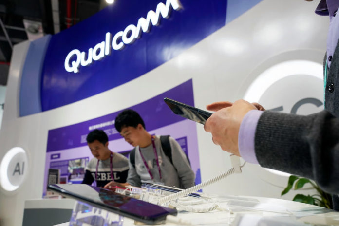 © Reuters. FILE PHOTO: A Qualcomm sign is seen during the China International Import Expo (CIIE), at the National Exhibition and Convention Center in Shanghai