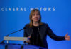 © Reuters. FILE PHOTO: General Motors CEO Mary Barra addresses the media ahead of the start of GM
